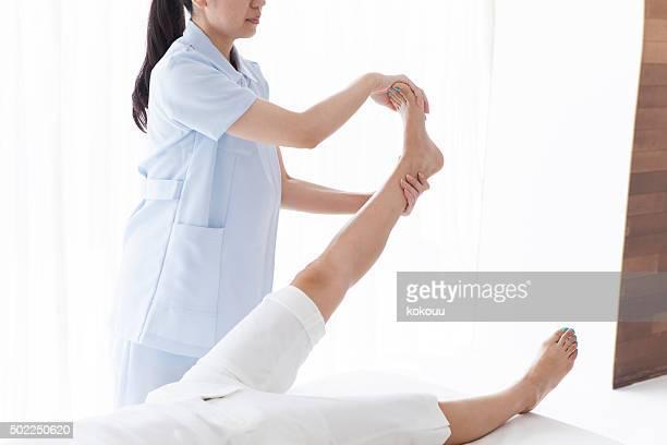 Manipulative Lehrer um den Knöchel