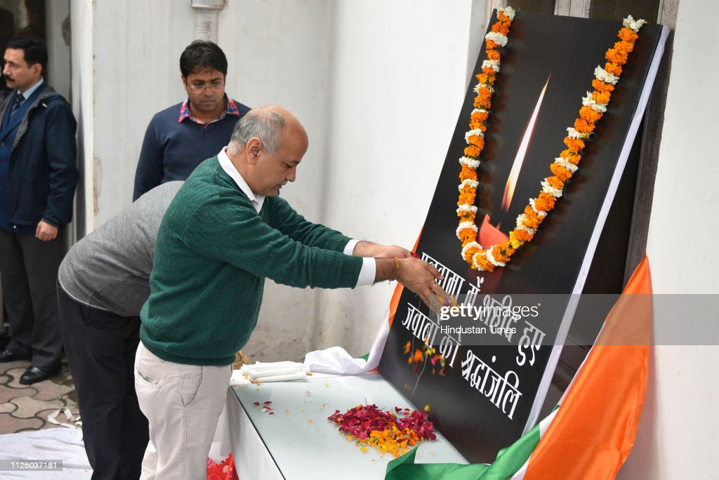 IND: Delhi CM Arvind Kejriwal Pays Homage To The Soldiers Killed In Pulwama Attack