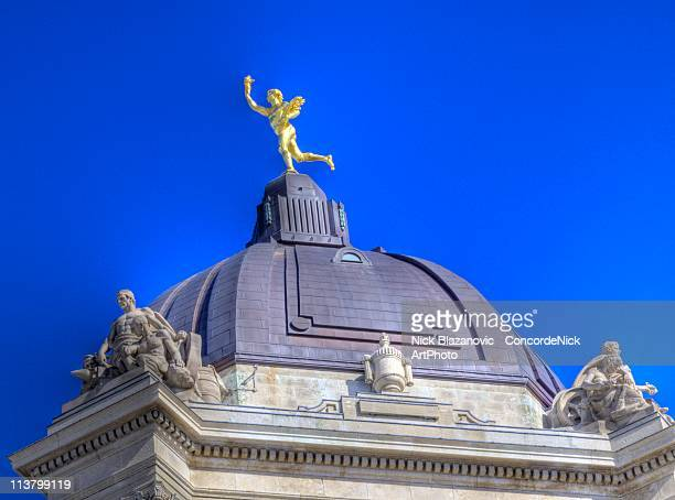 manitoba legislature golden boy and cupola - manitoba stock pictures, royalty-free photos & images