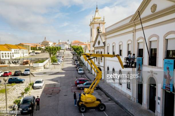 Manlift crane elevates relatives of elderly residents of Santo Antonio retirement house in Figueira da Foz, to allow them meeting but keeping their...
