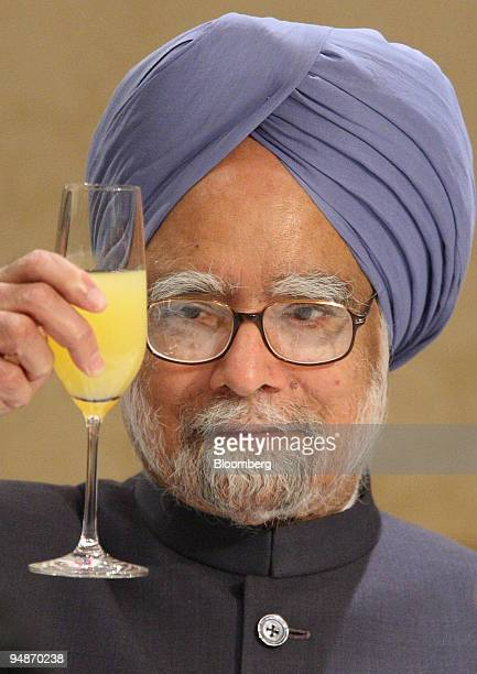 Manmohan Singh India's Prime Minister holds a glass before toasting with Japan's business leaders during a welcome luncheon hosted by the Nippon...