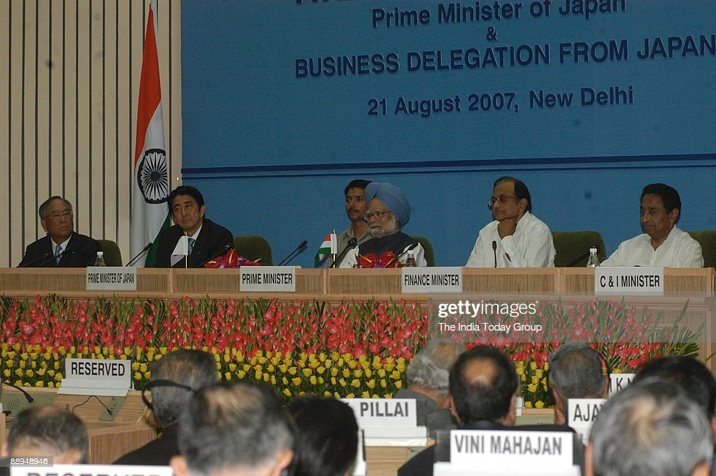 manmohan singh prime minister of india along with he shinzo abe
