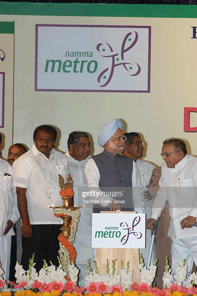 manmohan singh prime minister of india with hd kumaraswamy chief