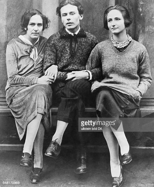 Mann Klaus Writer D * Portrait with his sisters Erika Mann and Pamela Wedekind 1925 Published in 'Berliner Illustrirte Zeitung' 44/1925 Vintage...