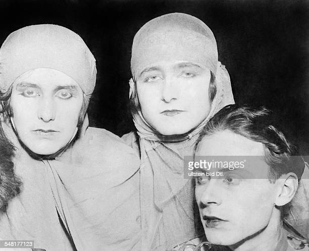 Mann Klaus Writer D * Rolepicture wiht Erika Mann Pamela Wedekind and Klaus Mann in the drama 'Anja und Esther' 1925 Published in 'Berliner...