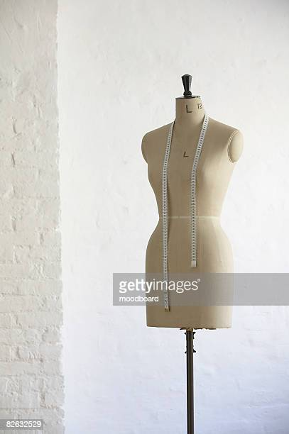 mannequin indoors - mannequin stock pictures, royalty-free photos & images