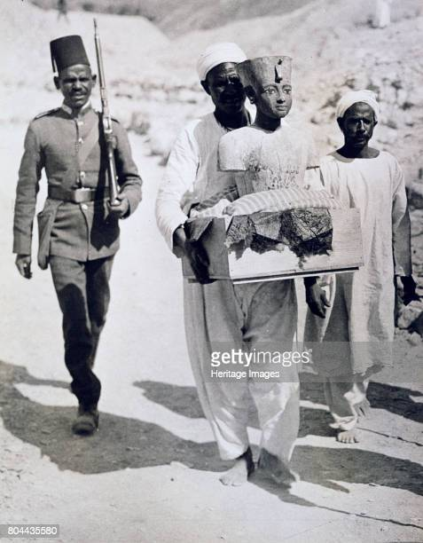 Mannequin or bust of Tutankhamun being carried from his tomb Valley of the Kings Egypt 1922 The discovery of Tutankhamun's tomb in the Valley of the...