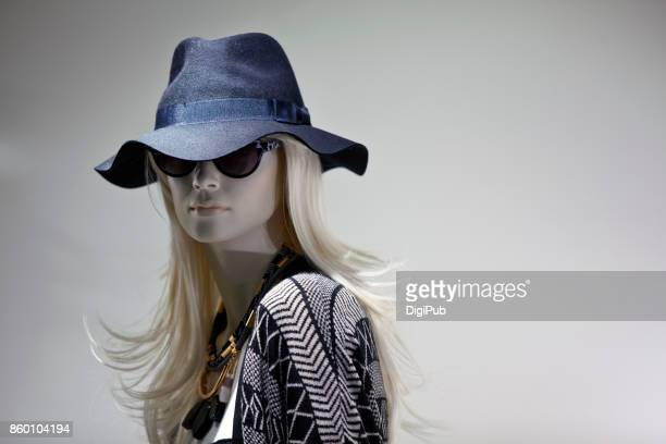 mannequin wearing hat and sunglasses - womenswear stock pictures, royalty-free photos & images