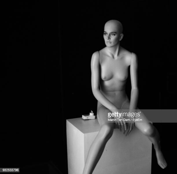 mannequin with box against black background - mannequin stock pictures, royalty-free photos & images
