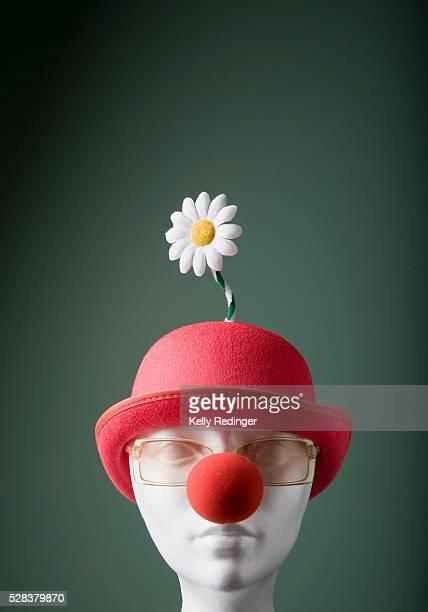 mannequin with hat and clown nose - nariz de payaso fotografías e imágenes de stock