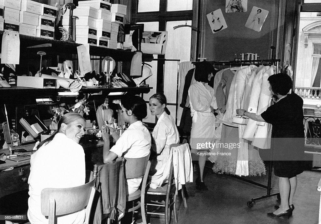 Mannequins de la maison de couture jean patou se pr parant pour news photo getty images - Couture pour la maison ...