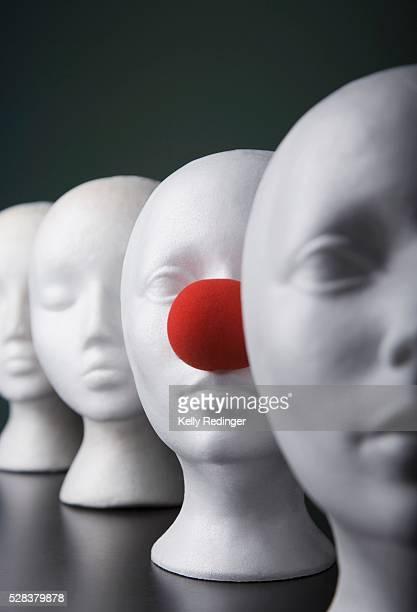 mannequins - nariz de payaso fotografías e imágenes de stock