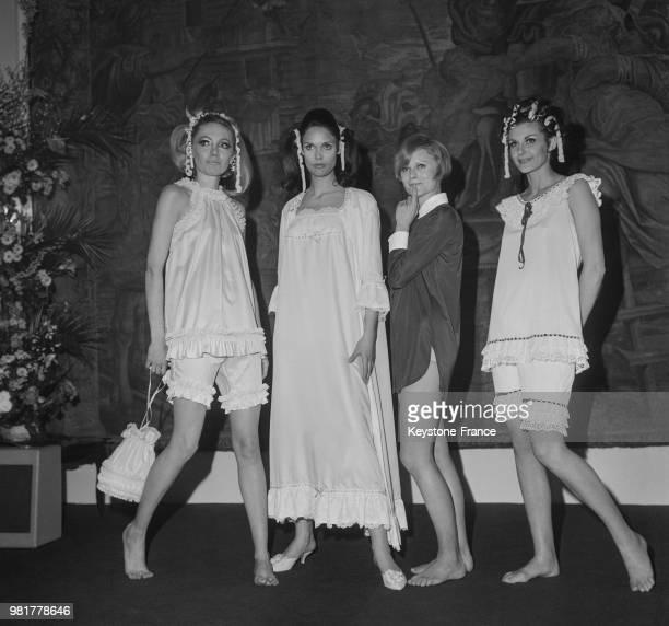 ensemble d'intérieur 'Babydoll' chemise de nuit romantique et pyjama 'Grannylook' au salon de la lingerie et du prêtàporter au parc des expositions à...