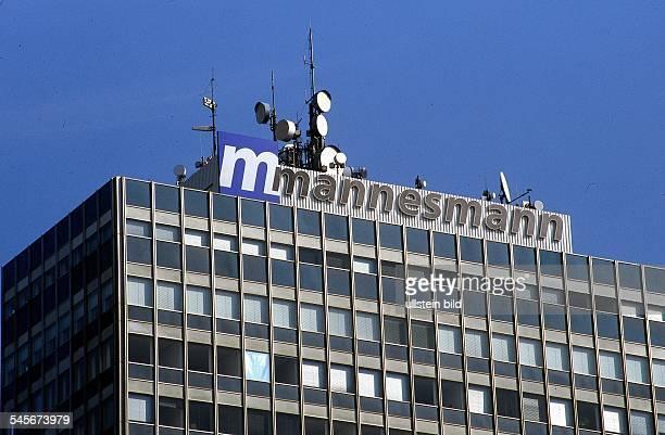Mannesmann Hauptverwaltung mit neuemLogo auf dem Dach Juni 1998