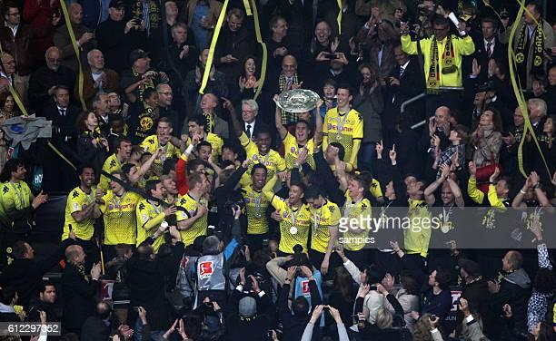 Mannschaft Borussia Dortmund feiert die deutsche Meisterschaft 2012 Fussball 1. Bundesliga : Borussia Dortmund - SC Freiburg 5.5.2012 Signal Iduna...