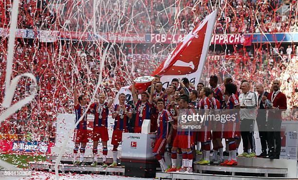 Mannschaft FC Bayern München feiert die deutsche Meisterschaft Fussball Bundesliga FC Bayern München VFB Stuttgart