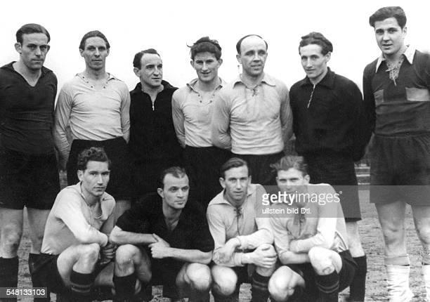 Mannschaft von Borussia Dortmund hinten vl Koschmieder Michallek Hammer Schulz Erich Schanko Kasperski hockend vl Halfen Preissler Erdmann Ihbel 1950
