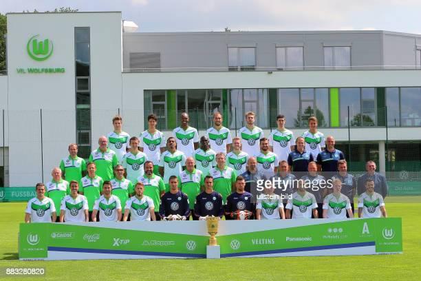 Mannschaftsfoto VfL Wolfsburg Saison 2015/16 Robin Knoche 31_Timm Klose 5_ Naldo 25_Bas Dost 12_Nicklas Bendtner 3_Felipe Lopes 26_Paul Seguin 30_ 3...