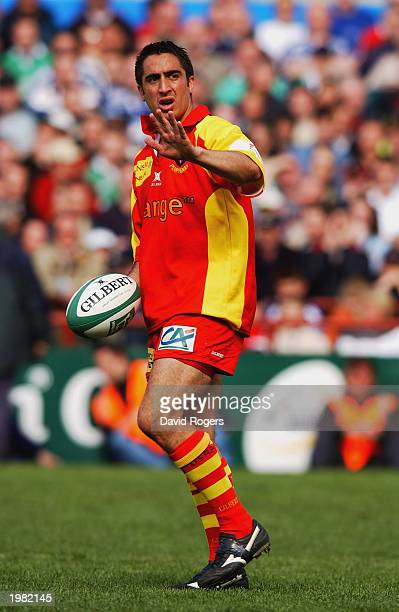 Manny Edmonds of Perpignan signals to a team mate during the Heineken Cup semi final match between Leinster and Perpignan held on April 27 2003 at...