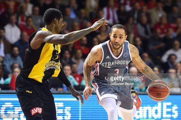 Manny Harris of AEK Athens and Zack Wright of Strasbourg during the Champions League match between Strasbourg and AEK Athens on April 4 and 2018 in...