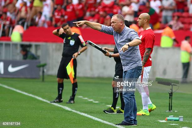 Mano Menezes coach of Cruzeiro during the match between Internacional and Cruzeiro as part of Brasileirao Series A 2016 at Estadio BeiraRio on...