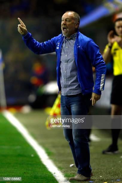 Mano Menezes coach of Cruzeiro gives instructions to his playersduring a Quarter Final first leg match between Boca Juniors and Cruzeiro at Alberto...