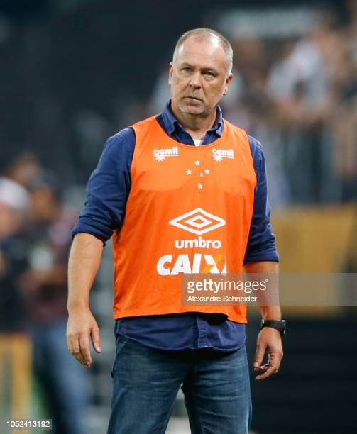 Mano Menezes head coach of Cruzeiro looks on during the match against Corinthians for the Copa do Brasil 2018 at Arena Corinthians Stadium on October...
