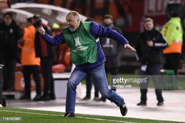 Mano Menezes head coach of Cruzeiro reacts during a round of sixteen first leg match between River Plate and Cruzeiro as part of Copa CONMEBOL...
