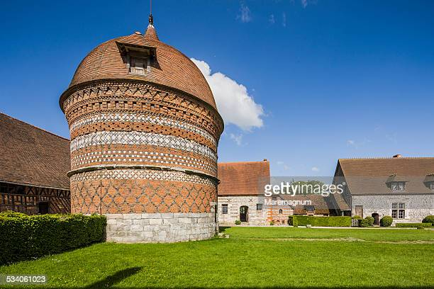 manoir d'ango, the inner courtyard - normandy d day stock pictures, royalty-free photos & images