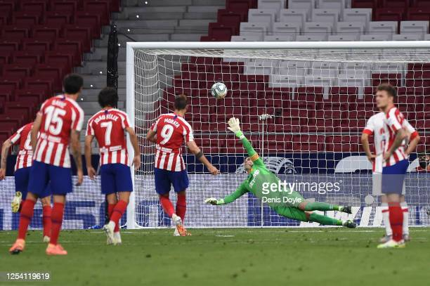Manolo Reina of Mallorca fails to stop a retaken penalty by Alvaro Morata of Atletico during the Liga match between Club Atletico de Madrid and RCD...