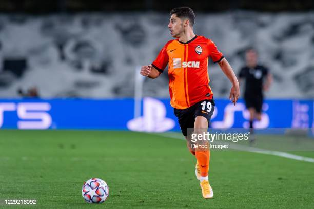 Manor Solomon of FC Shakhtar Donetsk controls the ball during the UEFA Champions League Group B stage match between Real Madrid and Shakhtar Donetsk...