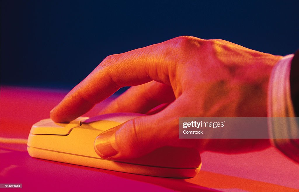 Man's hand on computer mouse : Stockfoto