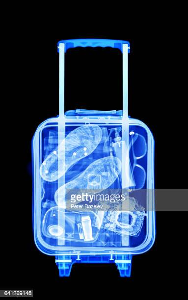 mans vacation luggage x-ray - x ray image stock pictures, royalty-free photos & images
