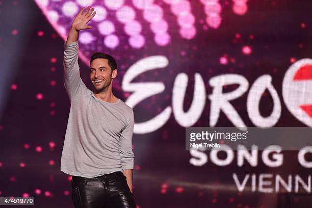 Mans Zelmerloew of Sweden arrives on stage during the final of the Eurovision Song Contest 2015 on May 23 2015 in Vienna Austria The final of the...