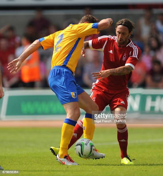 Mansfield Town's Lee Beevers and Nottingham Forest's Jonathan Greening battle for the ball