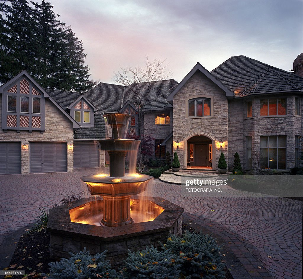 Mansion Exterior in the evening : Stock Photo