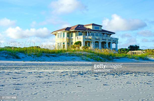 mansion on the beach - beach house stock pictures, royalty-free photos & images