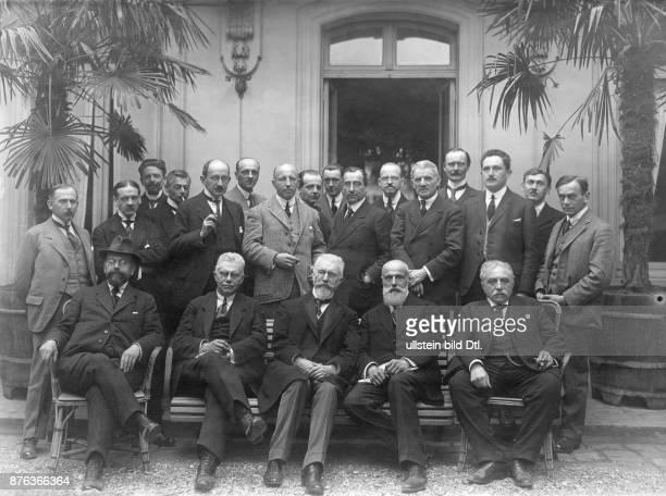 Mantler, Heinrich Direktor des Wolff'schen Telegraphenbüros - Die deutschen 'Tagesschriftsteller' in Versailles , 20er Jahre: 1.Reihe v.l.: Guttmann...