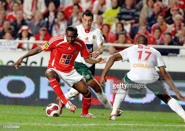 Mantorras of Benfica in action during the match between Maritimo and Benfica played at Estadio da Luz in Lisbon Portugal on November 25 2006