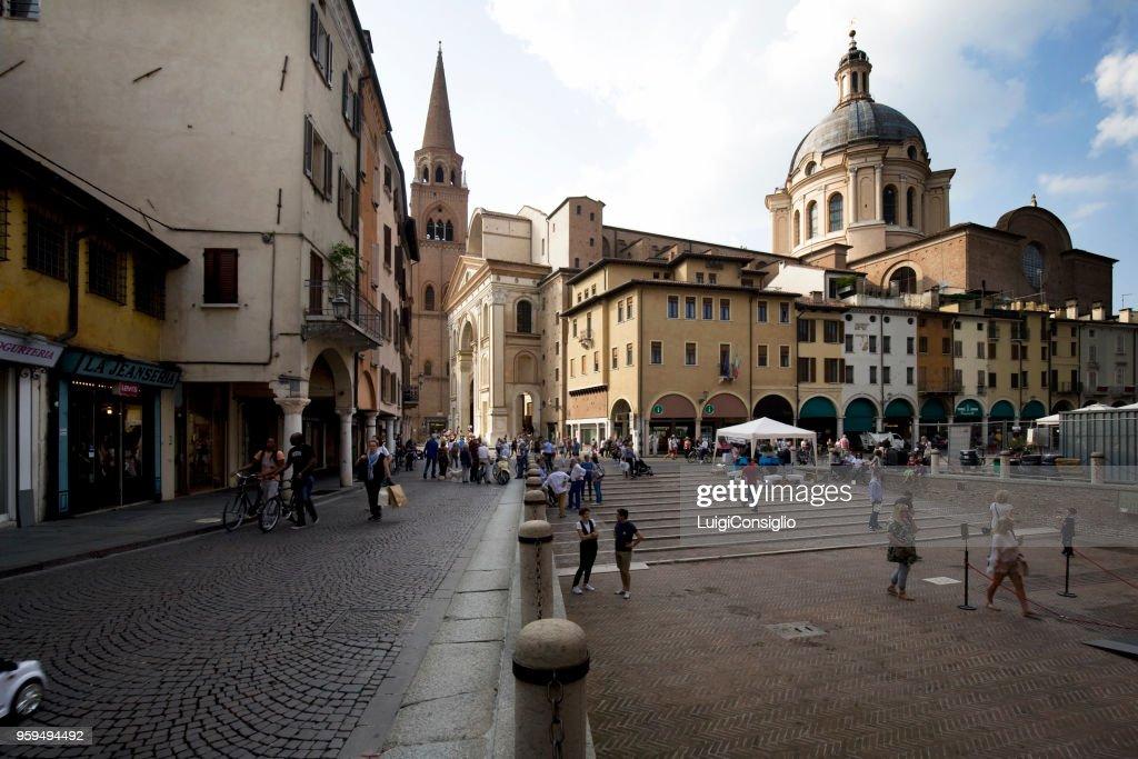Mantova: Piazza Delle Erbe und Kirche von San Lorenzo : Stock-Foto
