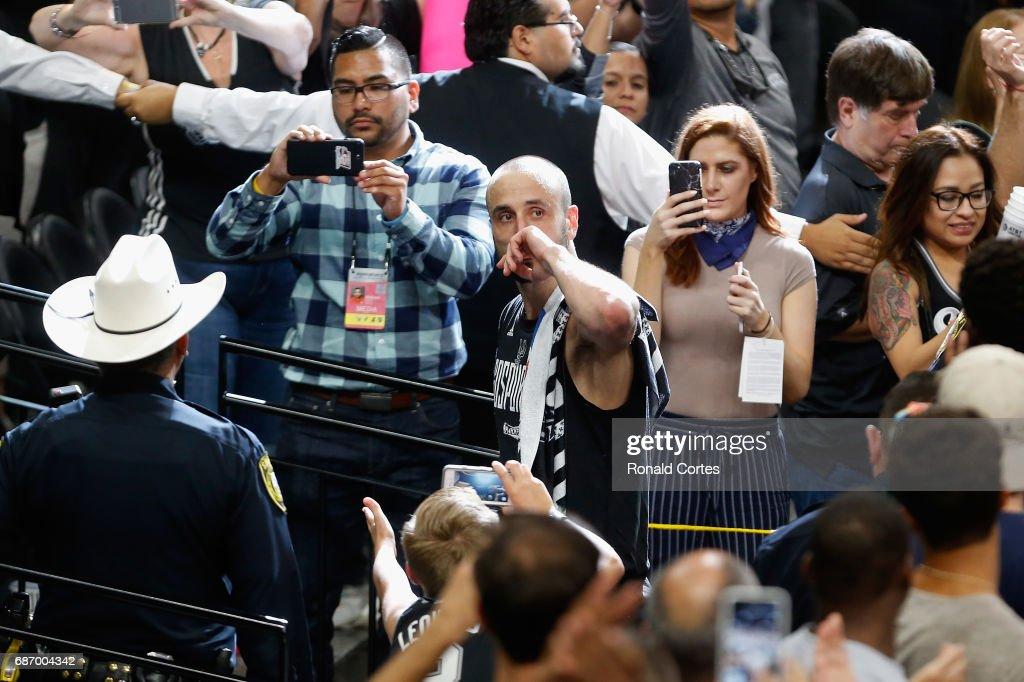 Golden State Warriors v San Antonio Spurs - Game Four : News Photo