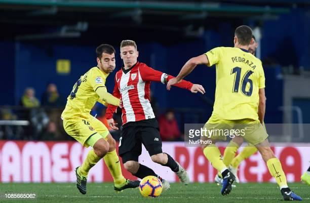 Manu Trigueros of Villarreal and Iker Muniain of Athletic Club de Bilbao during the La Liga Santander match between Villarreal and Athletic Club de...
