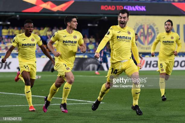 Manu Trigueros of Villarreal celebrates with teammates Gerard Moreno and Samuel Chukwueze after scoring their team's first goal during the UEFA...