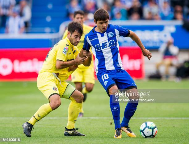 Manu Trigueros of Villarreal CF duels for the ball with Oscar Romero of Deportivo Alaves during the La Liga match between Deportivo Alaves and...