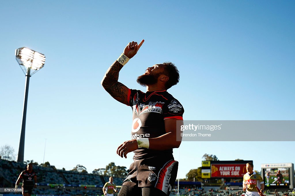 Manu Vatuvei of the Warriors celebrates after scoring a try during the round 20 NRL match between the Canberra Raiders and the New Zealand Warriors at GIO Stadium on July 23, 2016 in Canberra, Australia.