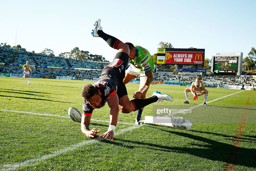 Manu Vatuvei of the Warriors dives to score a try during the round 20 NRL match between the Canberra Raiders and the New Zealand Warriors at GIO Stadium on July 23, 2016 in Canberra, Australia.