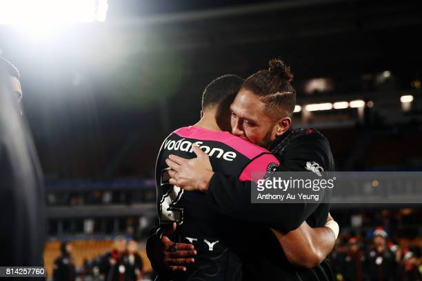 Manu Vatuvei of the Warriors farewells his teammates after the round 19 NRL match between the New Zealand Warriors and the Penrith Panthers at Mt...