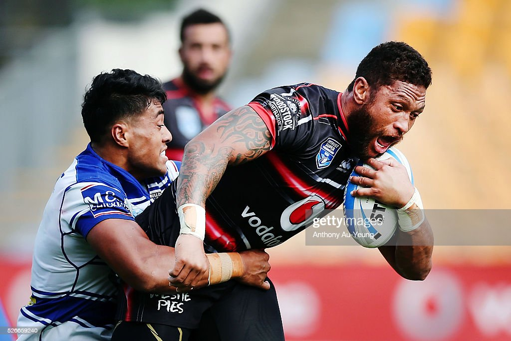 Manu Vatuvei of the Warriors on the charge during the round nine NSW Intrust Super Cup Premiership match between the New Zealand Warriors and the Canterbury Bankstown Bulldogs at Mt Smart Stadium on May 1, 2016 in Auckland, New Zealand.