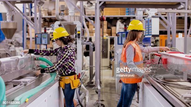 Trabajo manual en la fábrica