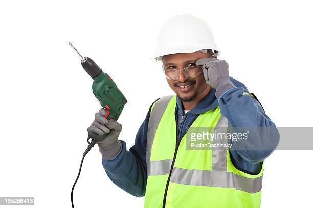Arbeiter in Sicherheit Kleidung holding Baumwolldrell.